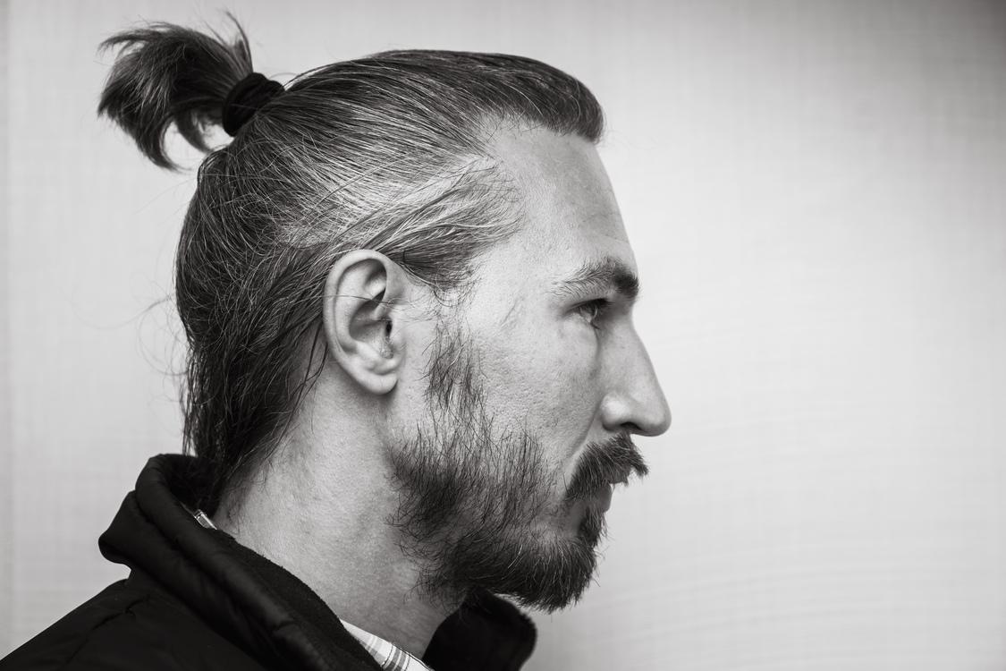 5 Jenis Gaya Rambut 'Man Bun' yang Cocok Buat Pria Gondrong - Gatsby
